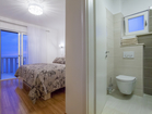 Second cozy double bedroom with en-suite bathroom of the lower apartment