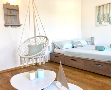 Surfers's Lodge Design Apartment - cosy double bed